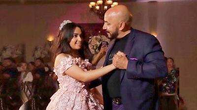 Con el romántico fondo de una guitarra Lupillo Rivera bailó con su hija en sus XV años