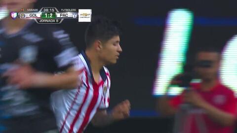 ¡CERCA!. Javier López disparó que se estrella en el poste.