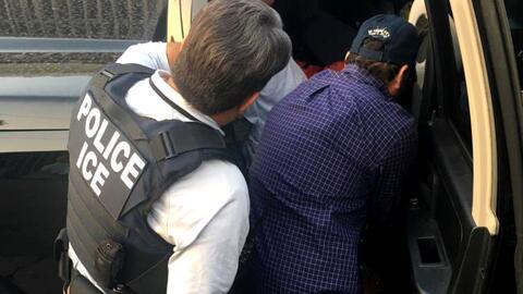 ICE puede arrestar y deportar indocumentados antes de que concluyan sus juicios, dictamina Corte de Apelaciones