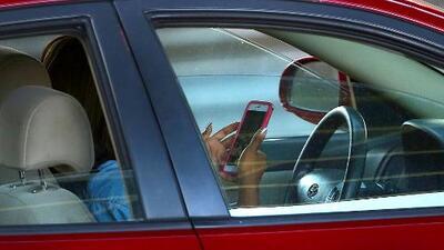 Si manejas y usas tu teléfono podrías enfrentar multas más severas en Illinois