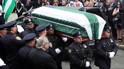 El emotivo adiós a Luis Alvarez, uno de los primeros oficiales en responder al 9/11 y férrero defensor de los derechos de las víctimas