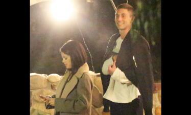 Selena pasea con misterioso galán y el paparazzi los cachó
