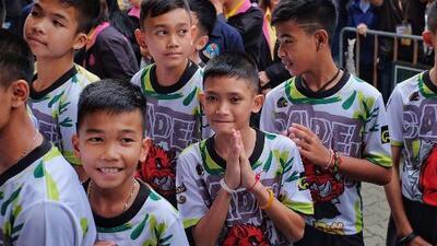"""""""No pensaba en comida para evitar el hambre"""": testimonios de los niños rescatados de una cueva en Tailandia"""