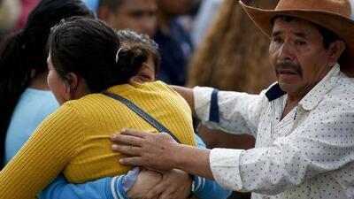 La angustiosa búsqueda de las víctimas de la explosión de un ducto de combustible en México