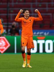 Steven Berghuis marcó a los 32' el primer tanto del partido y Luuk de Jong (69') sentenció el resultado. En la siguiente jornada, los neerlandeses visitarán Gibraltar; Letonia, quien aún no suma en la competición, hará lo propio con Turquía.