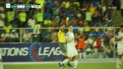 Tarjeta amarilla. El árbitro amonesta a Johan Venegas de Costa Rica