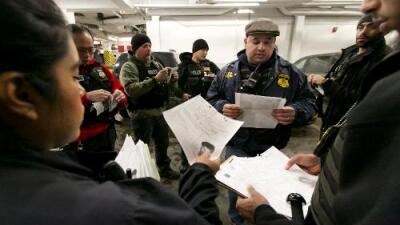 """El servicio de inmigración otorga """"discrecionalidad total"""" a sus agentes para denegar casos"""