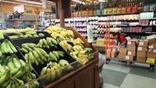 Consumidores en Los Ángeles reportan altos incrementos en los precios de los alimentos, viajes y bienes