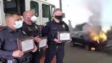 Policías que salvaron a un hombre de un auto en llamas en Phoenix reciben reconocimiento