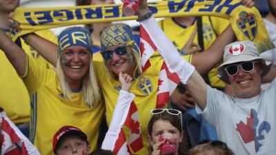 En París se vive el ambiente de Suecia y Canadá en el Mundial femenino