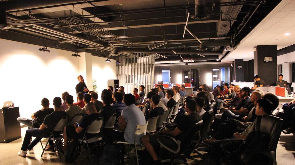 45 jóvenes propondrán soluciones tecnológicas a los problemas de los inmigrantes en el hackathon de UndocuMedia