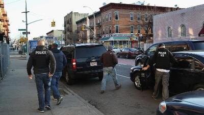 Frente a los operativos de ICE, organizaciones de Chicago piden que inmigrantes conozcan sus derechos