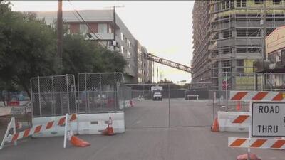 Comienzan a recuperar sus pertenencias los residentes del complejo donde cayó la grúa