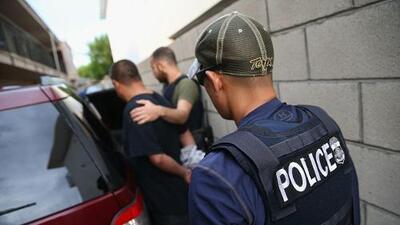 ¿Está ICE arrestando a ciudadanos estadounidenses? Según ACLU sí, y pueden ser cientos los afectados