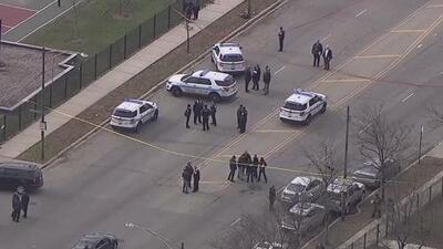 Un oficial de policía resulta herido tras tiroteo en el sur de Chicago