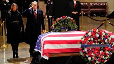 Trump rinde tributo al expresidente George H.W. Bush