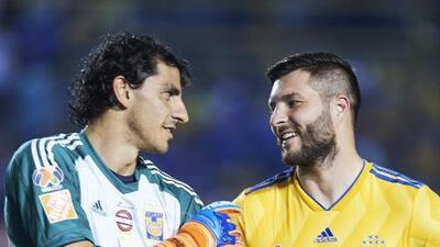 Nahuel Guzmán trollea a Gignac por su lujosa mochila