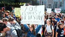 Estudiantes protestan este miércoles en más de 80 universidades y piden declarar sus campus como santuarios para indocumentados