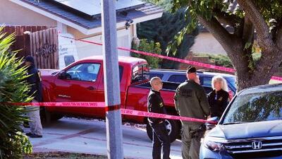 El FBI catea la casa del sospechoso autor del tiroteo ocurrido en un bar de California