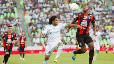 Sin ventajas para nadie, Santos y Pachuca empatan en la ida