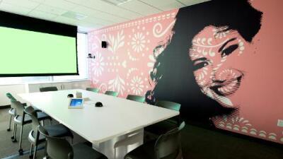 Hulu San Antonio office honors Selena with mural