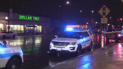 Una mujer muere tras ser baleada dentro de una tienda en el noreste de Chicago