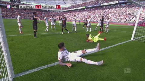 Lucas Alario anota el 1-0 para el Leverkusen sobre el Nürnberg