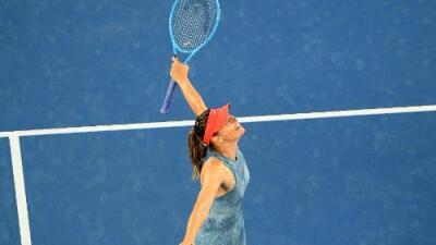 Sharapova elimina a la campeona Wozniacki en tercera ronda del Australian Open