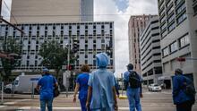 ¿Obligatorio vacunarse contra el covid-19? Juez desestima demanda de empleados de un hospital que se oponían a recibirla