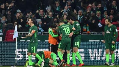 ¿Dónde quedó el VAR? Bremen derrota al Hamburgo con gol polémico