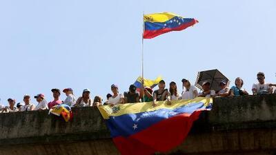 La entrada de la ayuda humanitaria a Venezuela dispara las tensiones en el país, mientras aumenta la incertidumbre