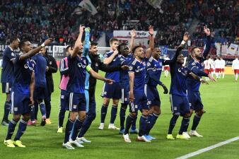 En fotos: el Lyon vence al Leipzig a domicilio
