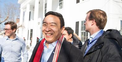Andrew Yang presenta documentación para lanzarse a la carrera por la alcaldía de NYC