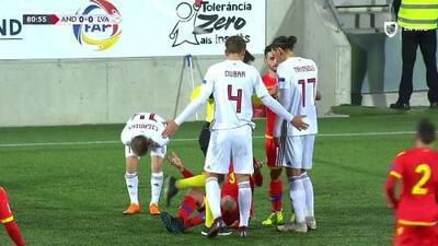 Joan Cervós saca de banda y pone el balón en juego