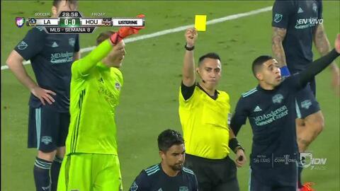 Tarjeta amarilla. El árbitro amonesta a A.J. DeLaGarza de Houston Dynamo