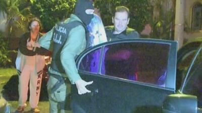 Vecinos reaccionan ante detención de un hombre acusado de violar a una menor y publicarlo
