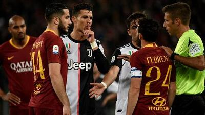 El gesto de burla de Cristiano Ronaldo a un jugador de la Roma por su estatura