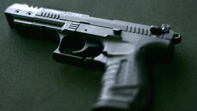 Ventas de armas en California cayeron a su punto más bajo en los últimos 5 años