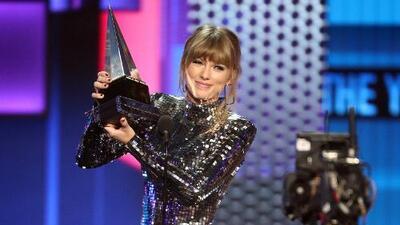 Taylor Swift rompe récord y se corona como la artista femenina más ganadora de los American Music Awards