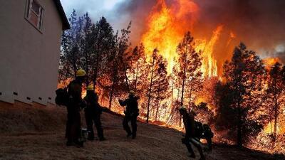 FEMA ofrece orientación a personas afectadas por incendios en el sur de California