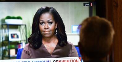 Michelle Obama, Bernie Sanders y republicanos disidentes: claves de la primera jornada de la Convención Demócrata virtual