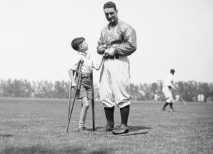 Una gorra usada por Lou Gehrig podría venderse hasta en 200 mil dólares