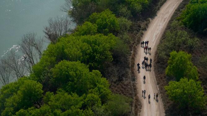 """""""Estuvimos secuestrados por cárteles durante nueve días"""": madre migrante deportada a México desde EEUU"""