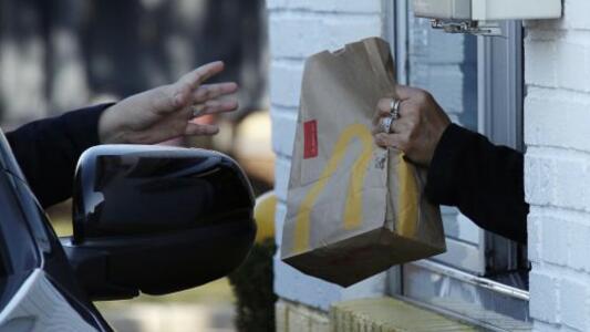 McDonald's mantendrá cerrados sus comedores en Texas y Mississippi, a pesar de la apertura
