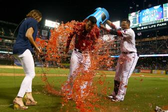 Rangers le ganan a Dodgers