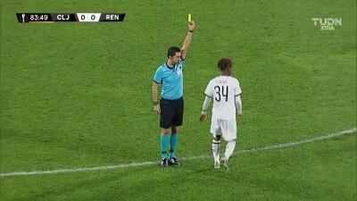 Tarjeta amarilla. El árbitro amonesta a Yann Gboho de Rennes