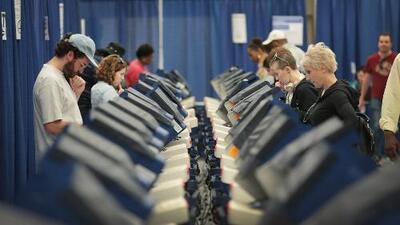 Activistas de Illinois celebran participación de comunidad hispana en elecciones de medio término