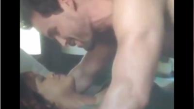 Rihanna sufre viendo sus escenas de sexo en la TV