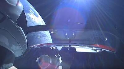 Space X lanza con éxito el Falcon Heavy con un Tesla Roadster a bordo