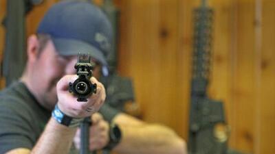 6 preguntas para entender por qué es tan difícil prohibir armas como la AR-15 en EEUU